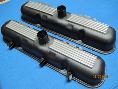 Fully restored factory-style Mopar HP273 'Commando' valve covers in Wetstone Black (wrinkle) with polished/cleared fins and plasti-dipped wire harness retainers