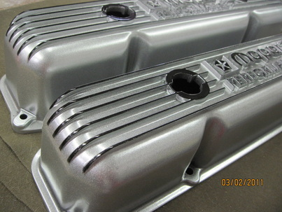 Mopar Performance valve covers in Alien Silver over Ink Black