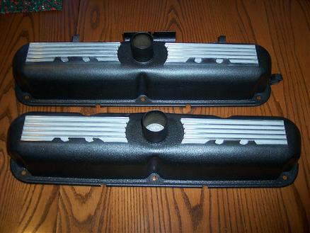 Mopar HP273 'Commando' valve covers in Wetstone Black (wrinkle) with polished fins