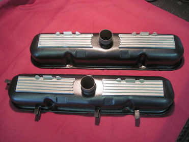 Mopar HP273 valve covers after!  Wetstone Black (wrinkle) finish, polished and clear coated fins, and plastic dip on the wire harness retainers