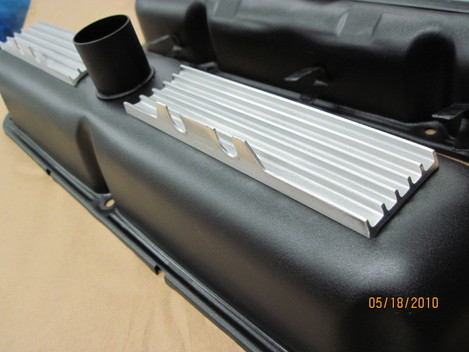 Mopar 273HP 'Commando' valve covers in Wetstone Black (wrinkle) with polished / cleared fins